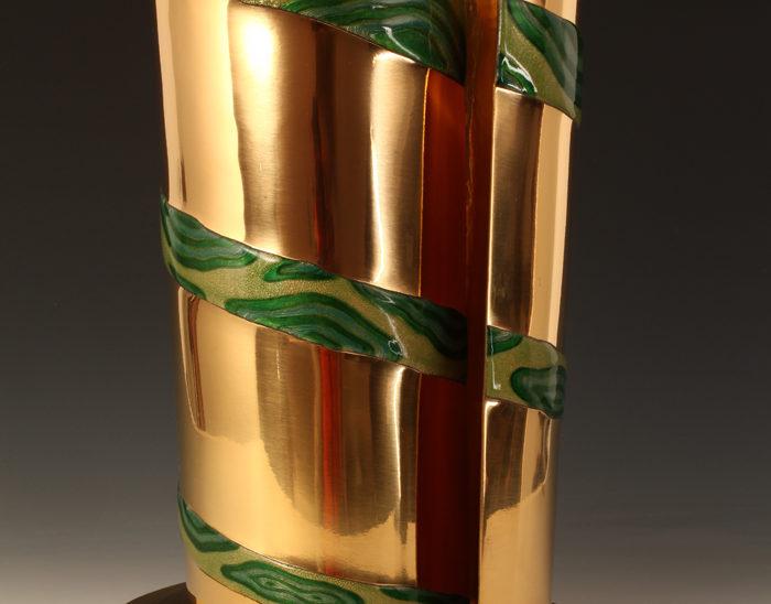 Luis Válles - esmalte al fuego - cursos - PEZ - Escultura Pez. Esmalte sobre cobre dorado de bulto redondo. 36x30x10cm.