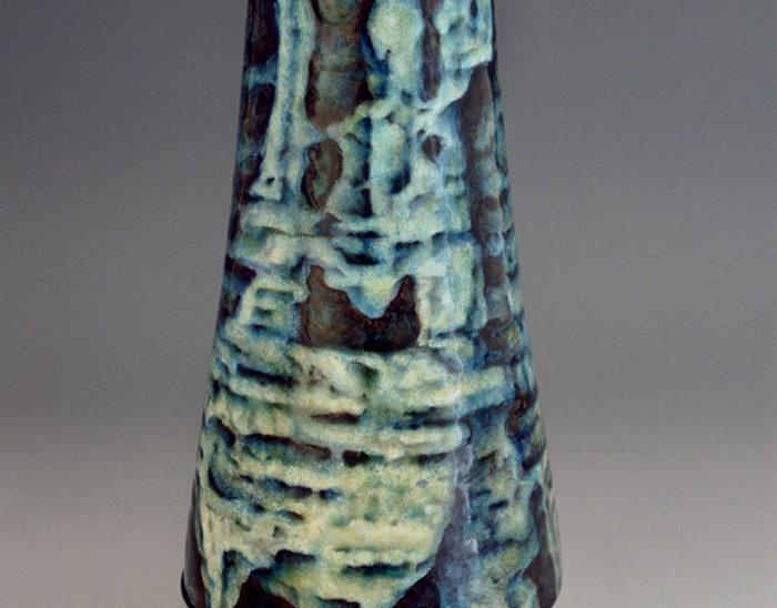 Jarrón Ref.28 Pez nubio. Esmalte pintado sobre cobre con oxidaciones. 14x32.5cm