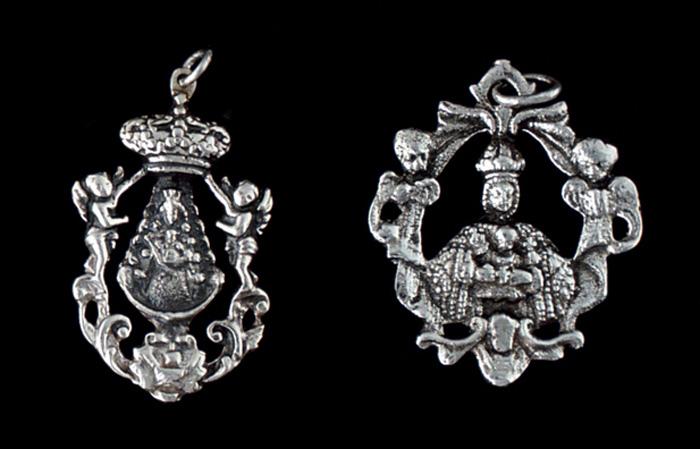 Medallas Ref.488-480 Virgen del Rocio 4x2.5. Virgen del Sagrario niños 4x3cm