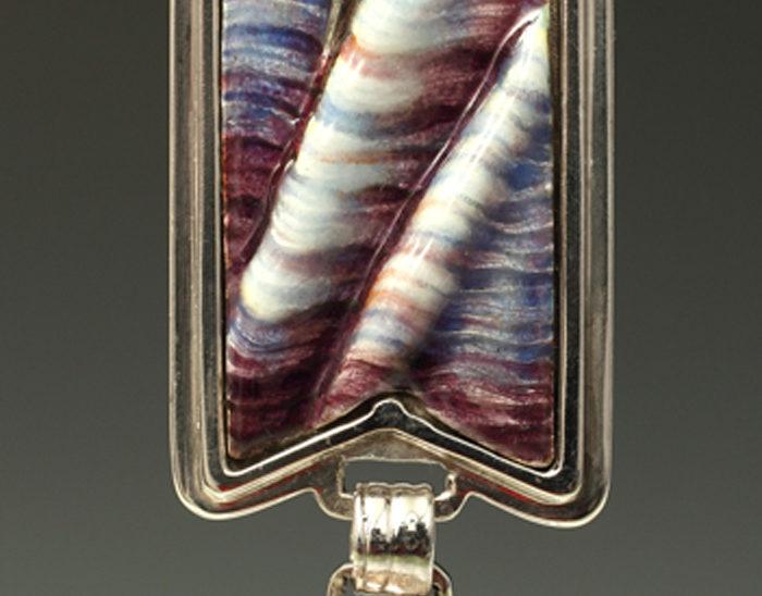 Colgante Ref.50 Utah invierno. Esmalte sobre relieve, Cuarzo con lodolita. 8x2.5 cm