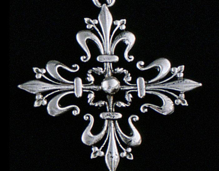 Cruz Ref.576 Cruz flor de lix 8x4cm