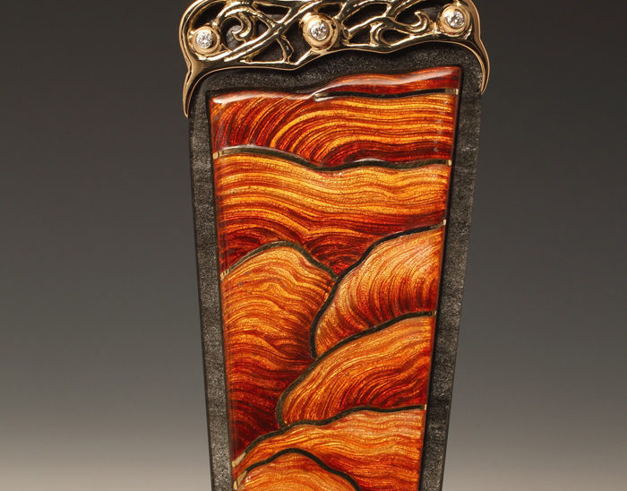 Colgante Ref.71 Petra.Esmalte celular con baja talla. Obsidiana. 9x3.5cm