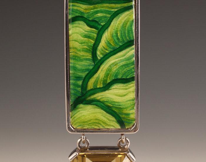 Colgante Ref.78 Petra en verde. Esmalte en baja talla. Citrino. Rodinada. 8x2cm