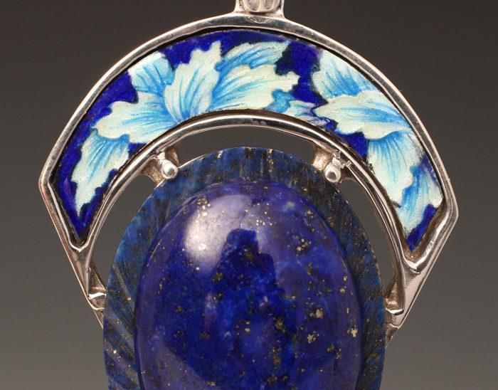 Colgante Ref.79 Hojas azul. Esmalte en talla baja. Lapislazul. Rodinada. 6.5x4cm